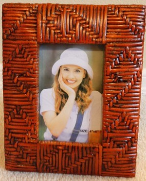 Outwards Slope Rattan Photo Frame 4x6